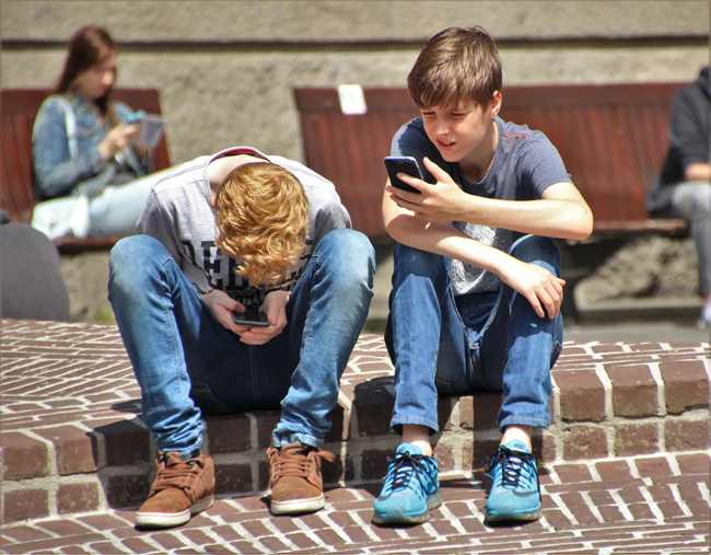 """孩子太不把生命当回事了,手机总是""""背锅"""",是教育问题还是手机?  学生手机 跳楼自杀 教育 第2张"""