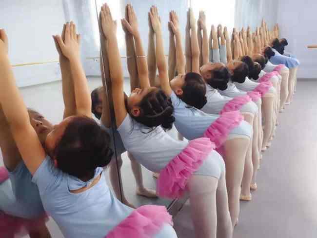 艺术学习与学业学习在孩子成长中的取舍,孰轻孰重?家长们怎么看  艺术学习 兴趣班 舞蹈 芭蕾 钢琴 古筝 第3张