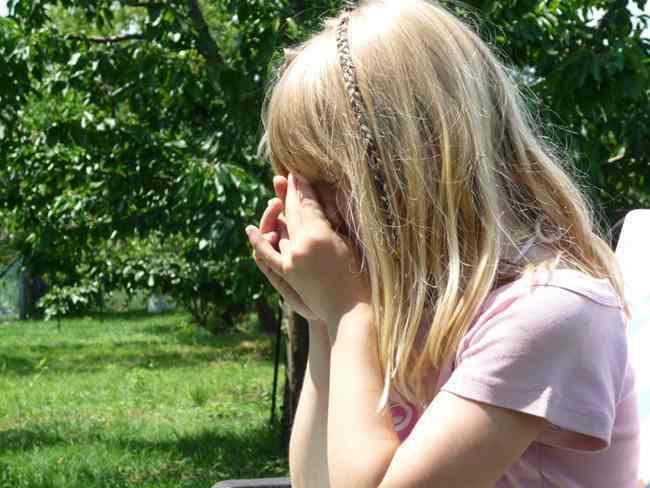 家有儿女,好哭的女孩子爱哭的原因分析及对付办法  女孩子 爱哭 情绪 教育 家庭 兄妹情 第2张